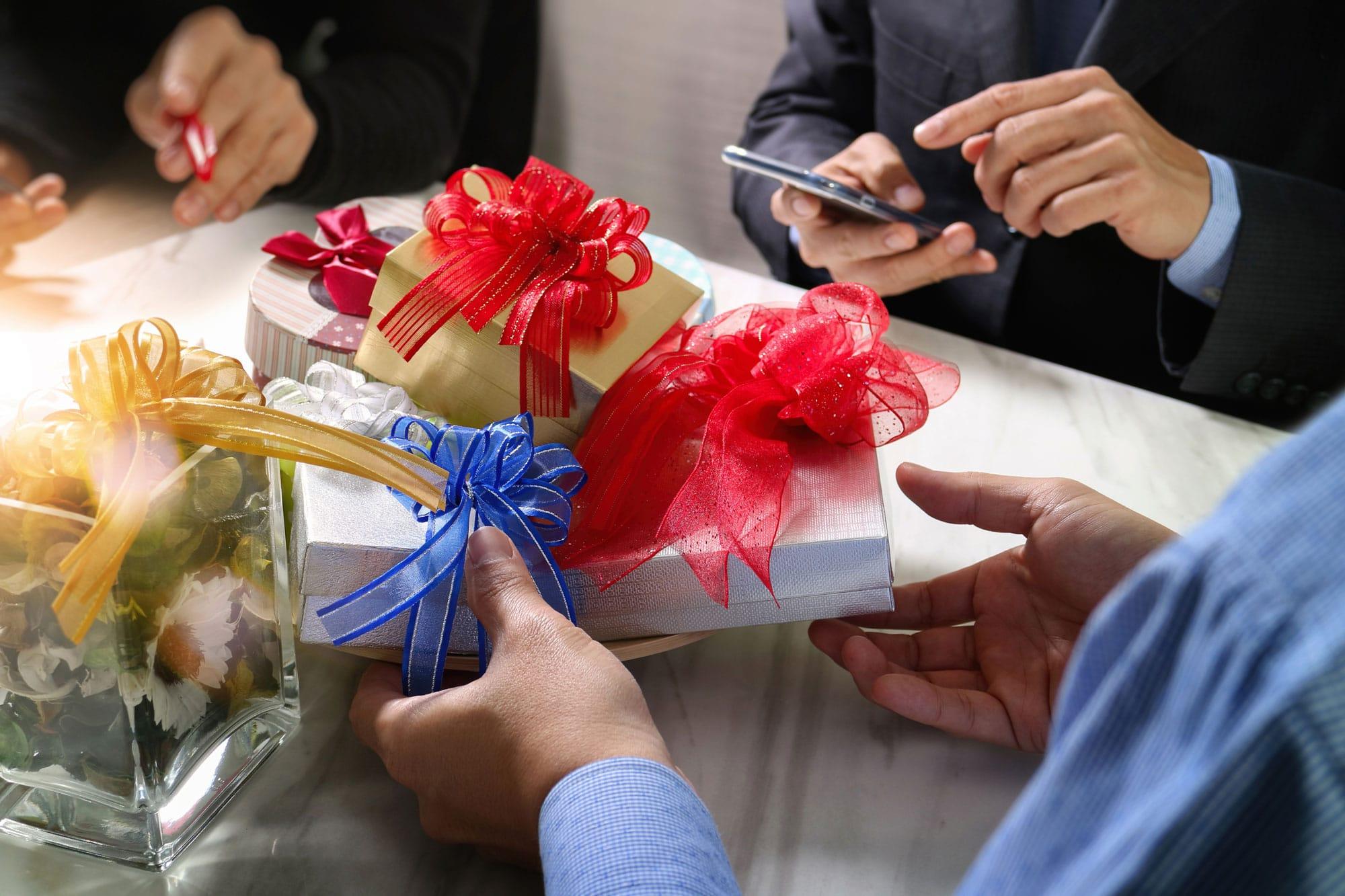 Mitarbeiter werden beschenkt