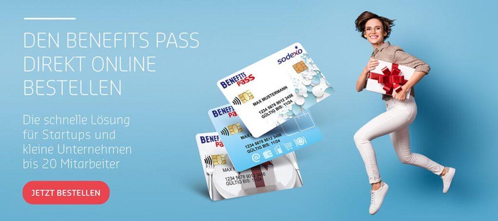 lachende-frau-mit-sodexo-benefits-pass